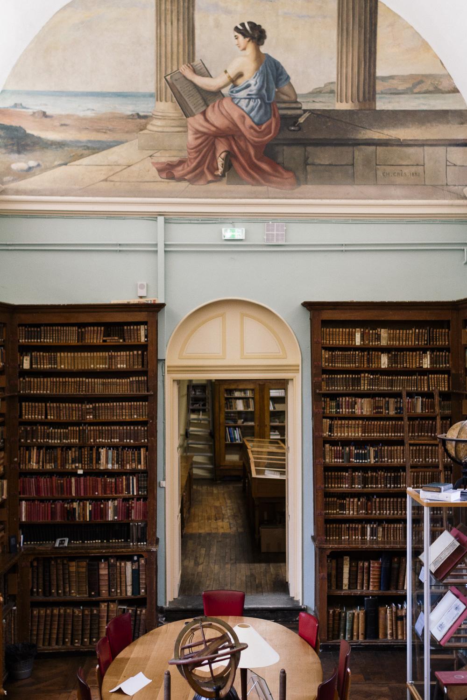 Vue sur l'entrée de la Bibliothèque du Prytanée